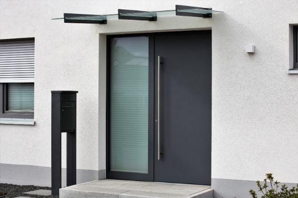 Porte d'entrée d'une maison - LNS Châssis